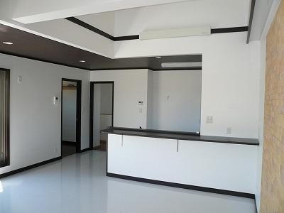 白を基調とした清楚なキッチン